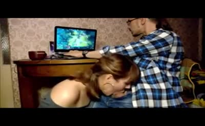 an amateur girl is trying to catch gamers attention an amateur girl